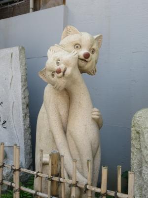 【おもしろオブジェ No.0001】完全にイッちゃってる動物の石像