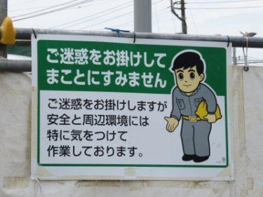 【オジギビト No.0007】膝を曲げ手を差しのべ言葉も丁寧な、かな~り腰が低いオジギビト