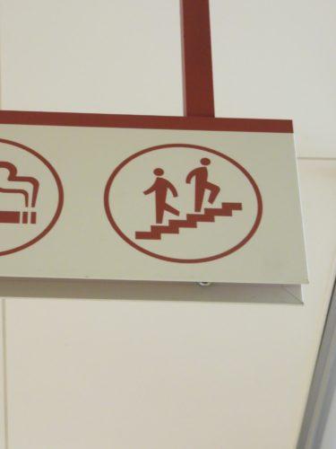 【ピクトさん No.0020】階段ですれ違うピクトさん