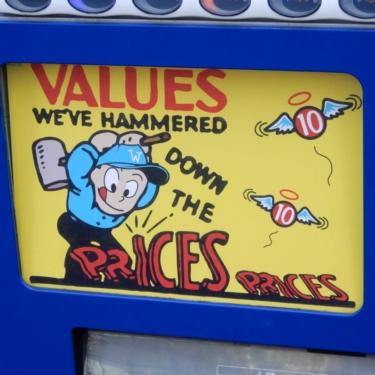 【おもしろ貼り紙・おもしろ幕 No.0042】安さが売りの自販機にあった外国風なイラスト